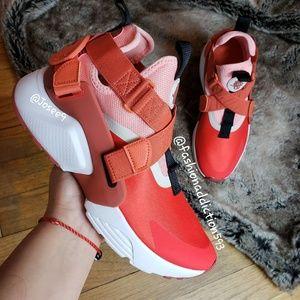 Nike Huarache City Habanero Coral sneakers